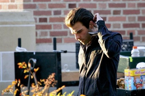Heroes - New Season 4 Set Pics of Claire and Sylar