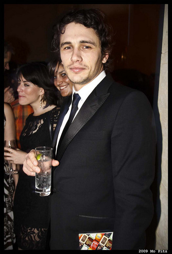 James Franco 壁纸 with a business suit and a suit entitled James at the 2009 National Book Awards