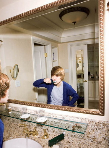 Justin cleans a teeth!