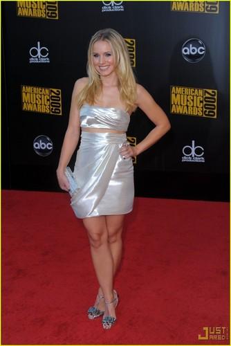 Kristen @ 2009 AMA's