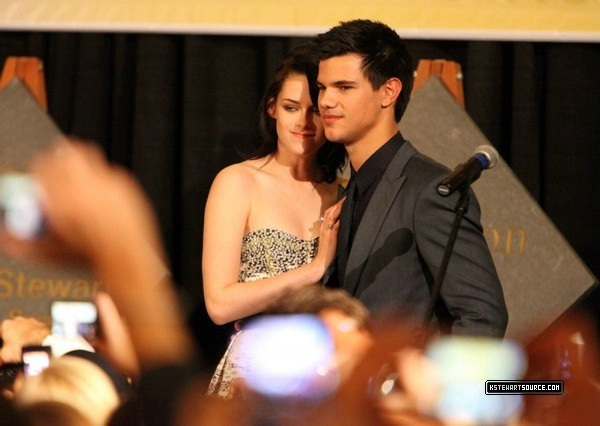 Kristen and Taylor at Knoxville premiere
