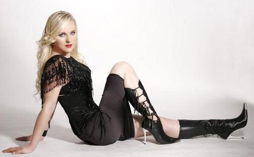 Symphonic Metal 壁紙 with bare legs, hosiery, and a カクテル dress titled Leave's Eyes