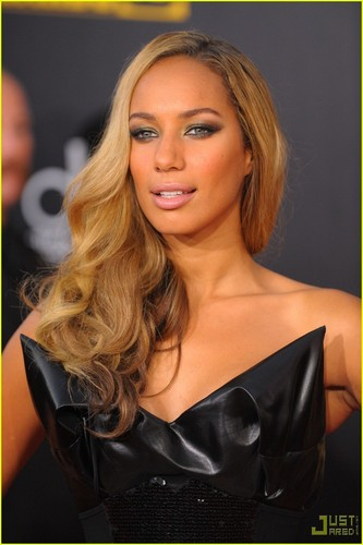 Leona Lewis - AMAs 2009 Red Carpet