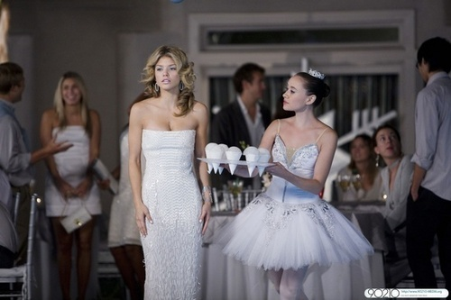 Naomi Clark achtergrond with a bridesmaid, a gown, and a bridal japon, jurk entitled Naomi - Winter Wonderland (2.12)