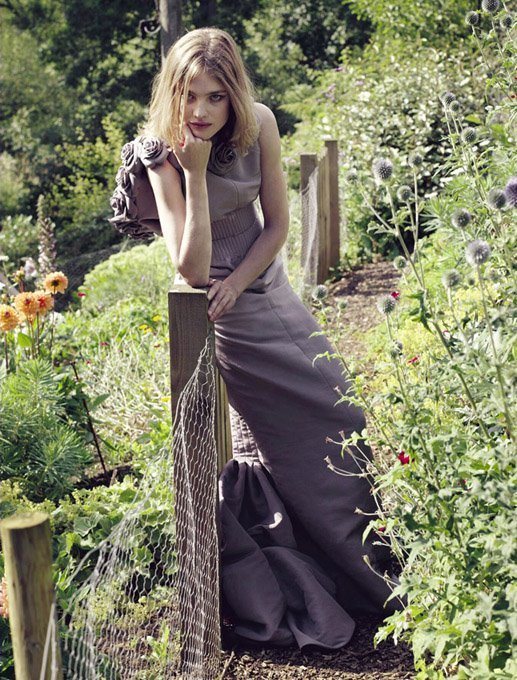 http://images2.fanpop.com/image/photos/9100000/Natalia-Vodianova-masquerade-9132955-517-680.jpg
