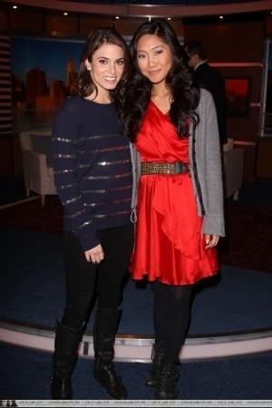 "Nikki Reed & Pretty Ricki Visit FOX's ""Good день New York"""