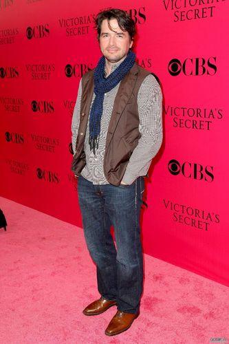 November 19th – 2009 Victoria's Secret Fashion tunjuk