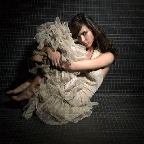 Odette Yustman-Mel
