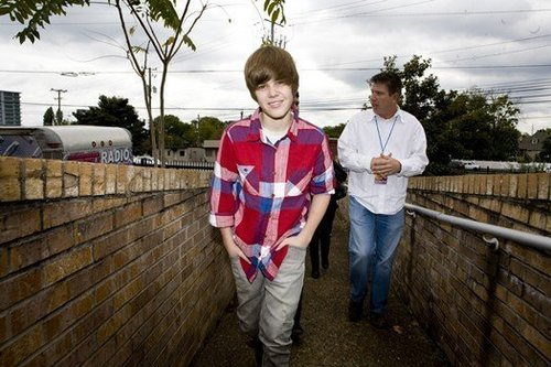 Oh!Justin goes!=)