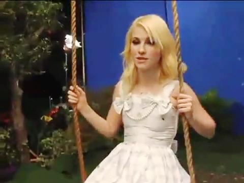 Paramore- Making of Brick سے طرف کی Boring Brick MV