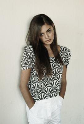 Phoebe Tonkin wallpaper probably containing a portrait called Phoebe Tonkin