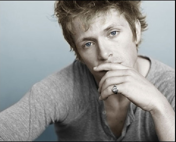 http://images2.fanpop.com/image/photos/9100000/Photos-from-Charlie-s-site-charlie-bewley-9151561-360-290.jpg