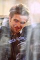 ROBERT PATTINSON GREETS FANS AND VISITS THE TODAY SHOW - 11/19/09  - twilight-series photo