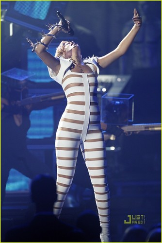 Rihanna performing @ AMAs - rihanna Photo