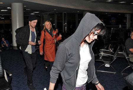 Rob and Kristen Arrive Together in LA (Nov 23)