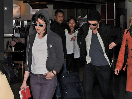 Rob and Kristen Arrive Together in LA (Nov 23)