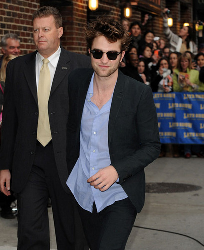 Rob arriving at the Letterman دکھائیں