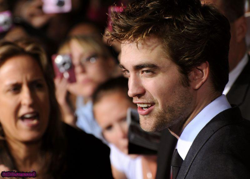 Robert Pattinson Close-Ups from New Moon Premiere
