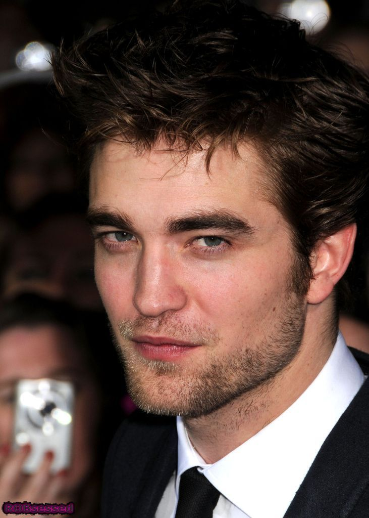 Robert Pattinson Close-Ups from New Moon Premiere