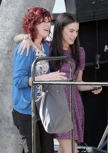 "Rumer Willis and Jessica Lowndes play a new lesbian couple on ""90210"""