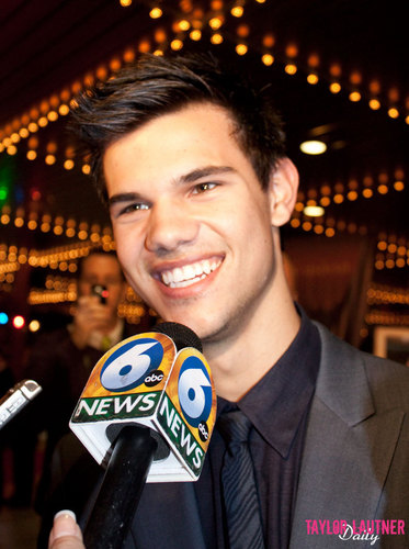 Taylor/Jacob Fan Girls wallpaper titled Taylor Lautner (Knoxville)