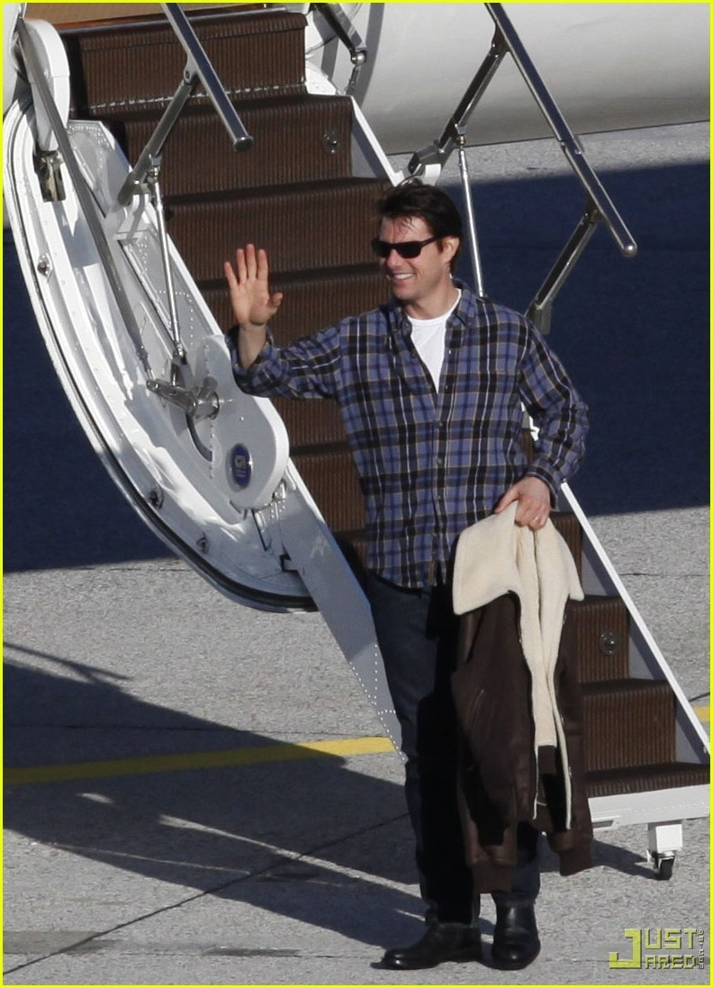 Tom Cruise: Leaving on a Private Jet Plane