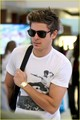 Zac @ LAX - zac-efron photo