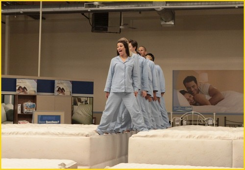 Glee episode 1x12 mattress