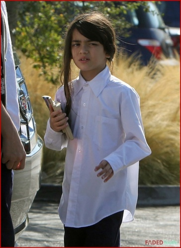 prince,paris and blanket going to the perpustakaan