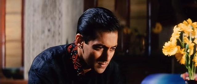 **Salman Khan Interviews of 2009!!** Salmaan-soo-sad-of-nandiny-bit-him-in-his-face-hum-dil-de-chuke-sanam-9159109-640-272