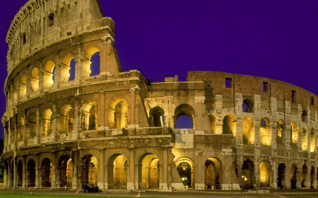 ancient roman architecture Ancient rome was famous for many things, but architecture was one of their defining features the ancient romans built many grand structures and improved many existing architectural styles and techniques.