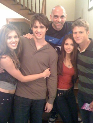 http://images2.fanpop.com/image/photos/9200000/Behind-The-Scenes-the-vampire-diaries-tv-show-9286143-360-479.jpg