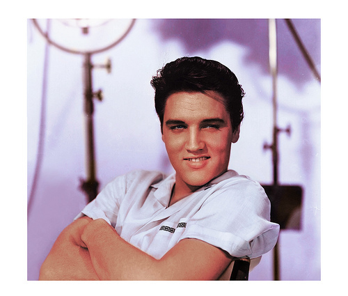 Elvis Presley kertas dinding possibly with a portrait entitled Elvis Presley 1957 Promo shot.