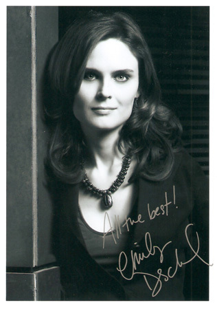 Emily Deschanel wallpaper containing a portrait entitled Emily's Autograph!