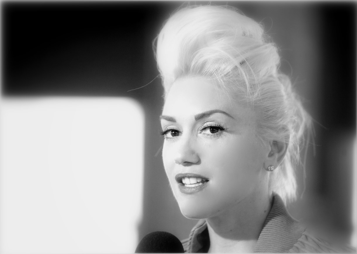 Gwen Stefani - Wallpaper Hot