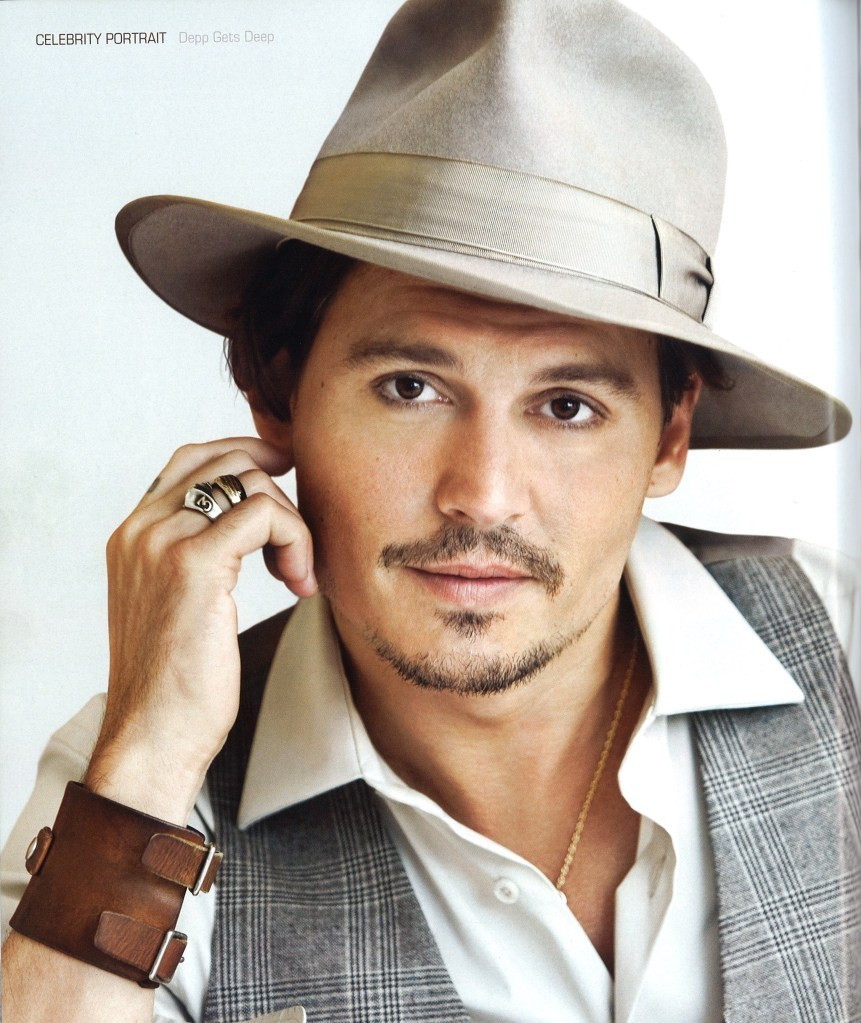 http://images2.fanpop.com/image/photos/9200000/Johnny-Depp-Caesars-Player-Winter-2009-Spring-2010-johnny-depp-9299629-861-1023.jpg