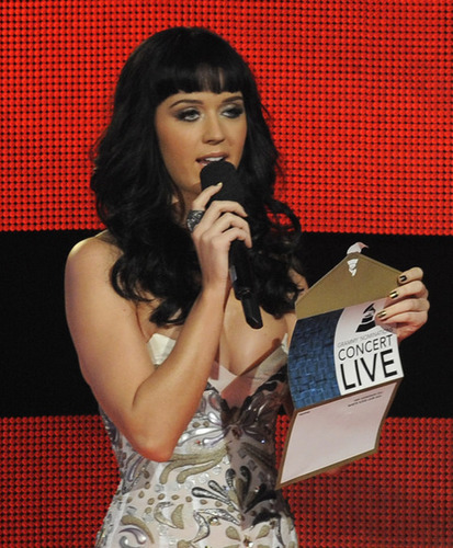 Katy @ 2009 Grammy Nominations