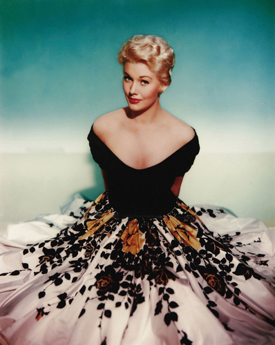 sinema bora karatasi la kupamba ukuta probably with an overskirt called Kim Novak