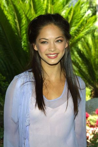 mascarade fond d'écran probably with a blouse, a leisure wear, and a portrait entitled Kristin Kreuk