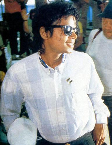 Michael Jackson wallpaper with sunglasses titled Michael <3