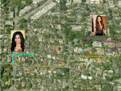 डेमी लोवाटो वॉलपेपर called Miley Cyrus Demi Lovato House