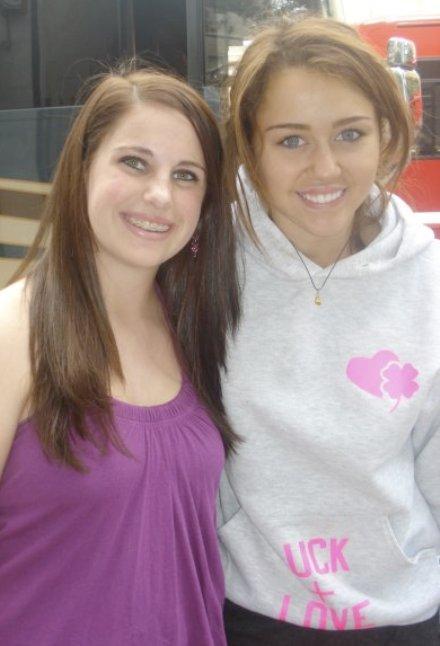http://images2.fanpop.com/image/photos/9200000/Miley-Cyrus-miley-cyrus-9258286-440-646.jpg