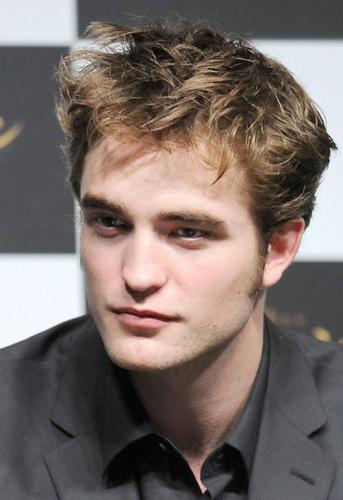New Moon's Tokyo Press Conference - Rob Pattinson