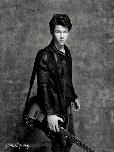 Nick Jonas karatasi la kupamba ukuta containing a guitarist entitled Nick Jonas & The Administration Photoshoot