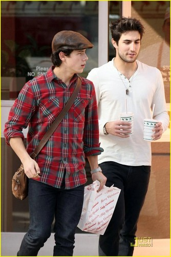 Nick Jonas in & out Burger