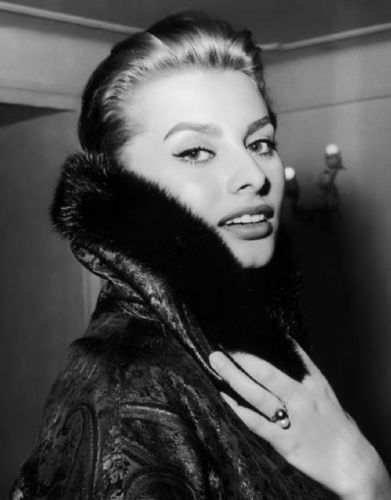 Sophia Loren wallpaper with a fur coat titled Sophia Loren