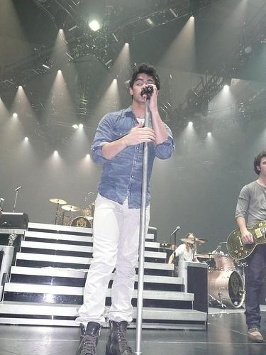 Soundcheck. Wembley Arena, England. 21.11