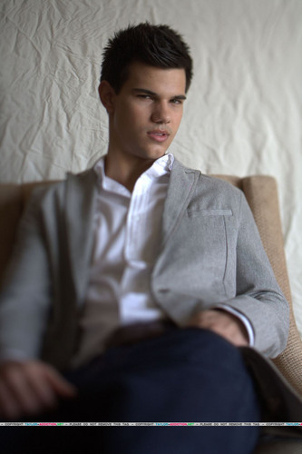 Taylor/Jacob fan Girls fondo de pantalla containing a business suit, a well dressed person, and a suit entitled Taylor Lautner Photoshoot - L.A Times