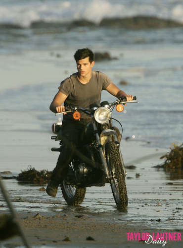 Taylor/Jacob 팬 Girls 바탕화면 probably with a motorcyclist, a motorcycle cop, and a trail bike entitled Taylor Lautner
