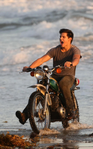 Taylor/Jacob Fan Girls wallpaper possibly with a trail bike, a motorcyclist, and a motorcycle cop called Taylor Lautner
